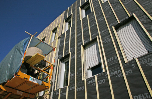 Bardage et isolation exterieure d 39 immeuble et de for Tarif bardage exterieur